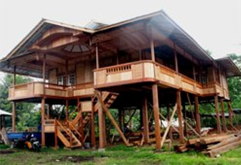 In North Sulawesi, There Is The Craft Of Making Traditional Minahasa Wooden  House. The Traditional Houses Because They Were Not Only Unique  Architecture, ...
