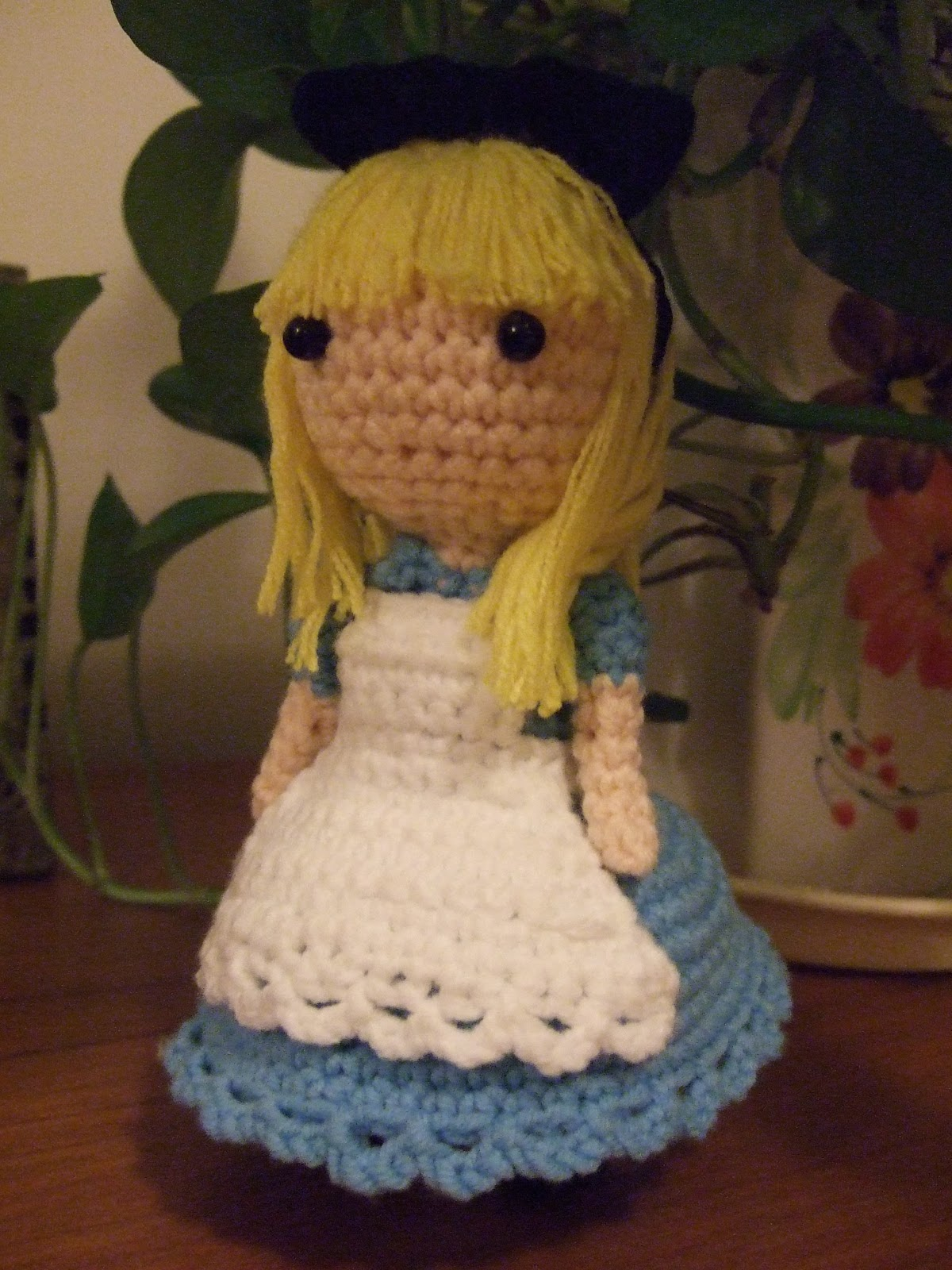 Amigurumi Winter Wonderland Free : Crochet Fangirl: Amigurumi- Alice in Wonderland