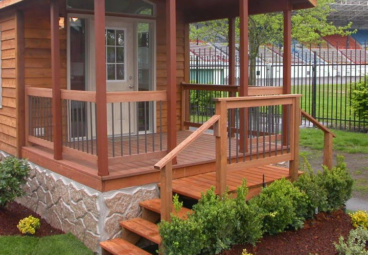Awesome backyard deck design for Small enclosed deck ideas