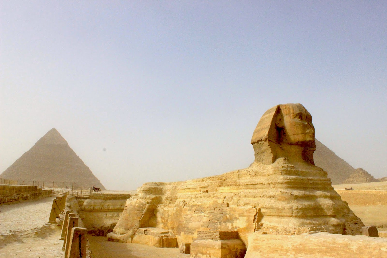 Sphinx dan Pyramid di Giza, Cairo, Mesir