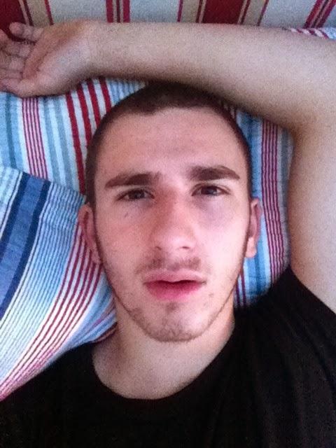 Adrian grenier falso desnudo en la foto