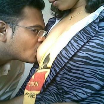 Hot indian couple.. indianudesi.com
