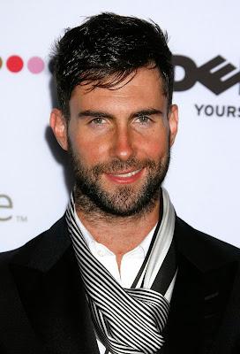Homem com barba, barba, modelo com barba, modelo de barba.