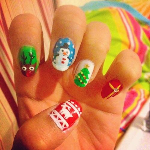 Bonitos modelos de decoración de uñas navideñas