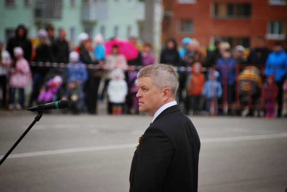 Виталий Шувалов принимает парад