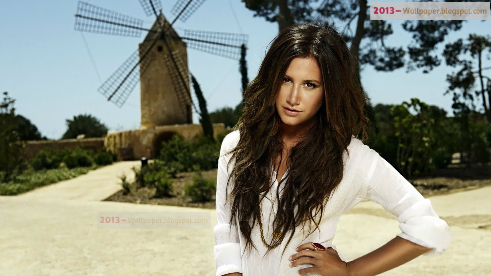 Ashley Tisdale Wallpapers Images Photos Pictures