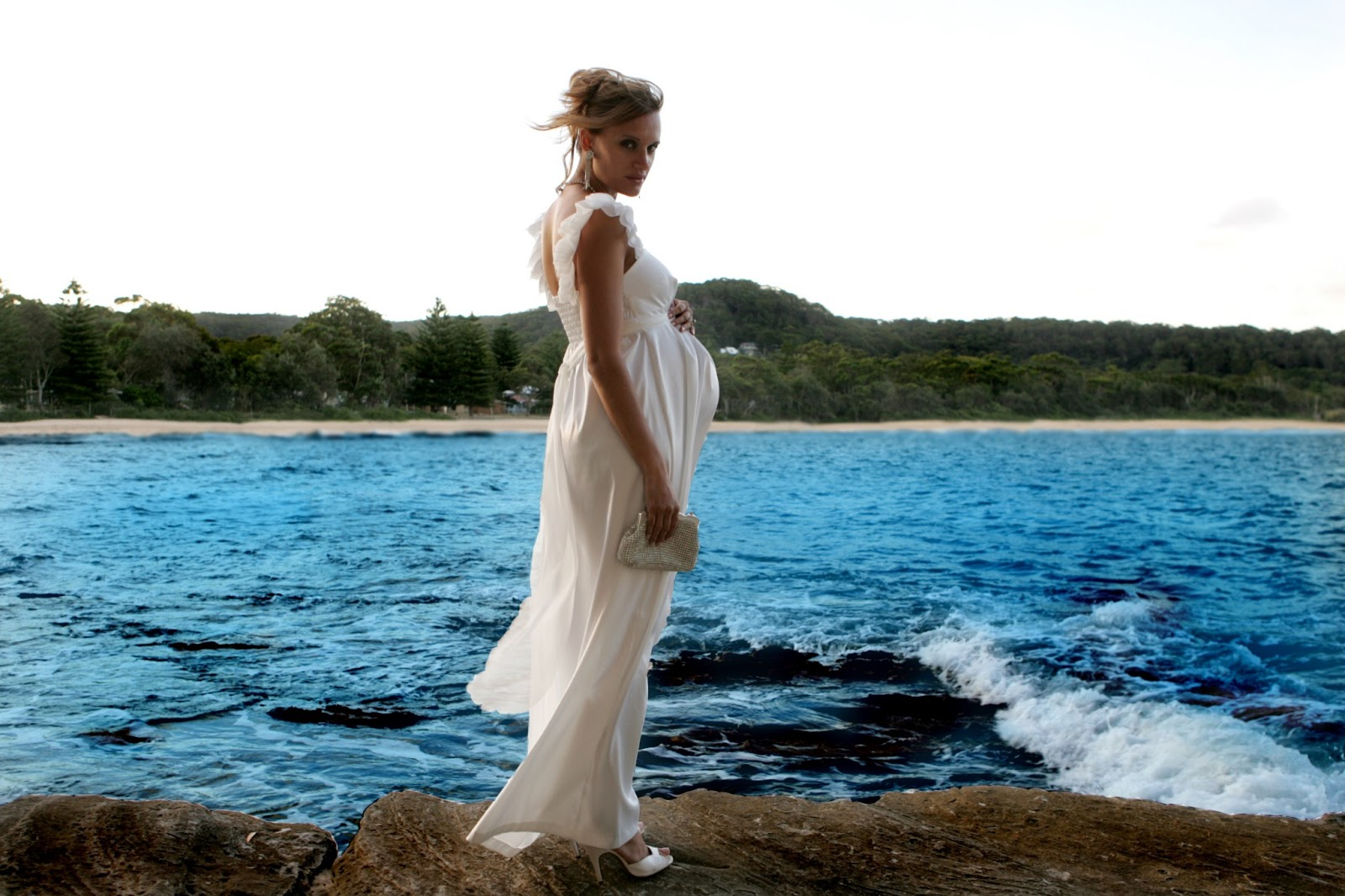Фотосессия для беременных у воды 49