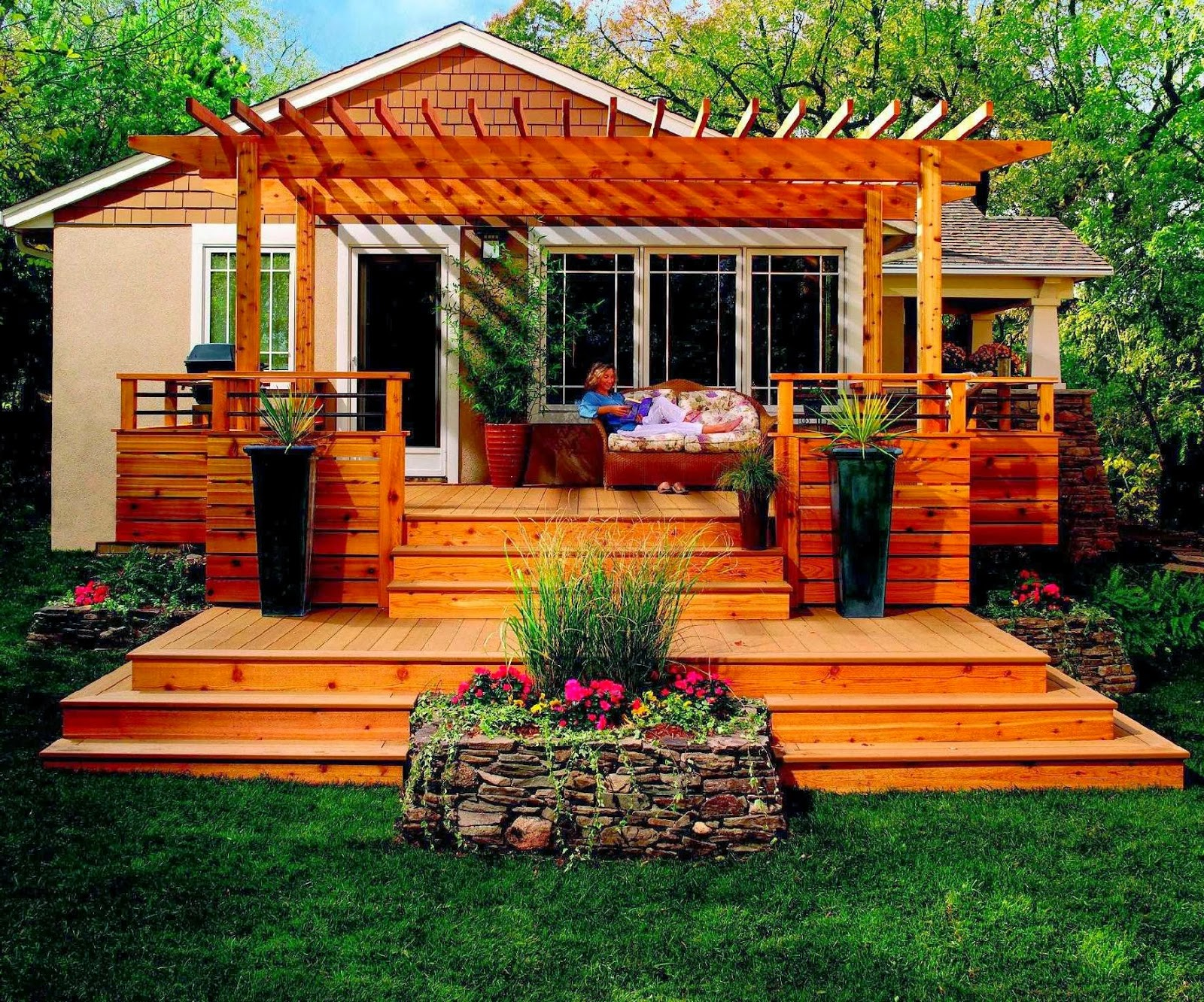 Awesome backyard deck design for Small garden design ideas decking
