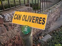 Cartell de la masia de Ca n'Oliveres. Autor: Amadeu-Olive