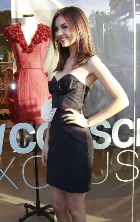 Victoria justice cell phone pics