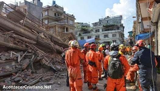 Otro fuerte terremoto de magnitud 7,4 sacude Nepal (Video)