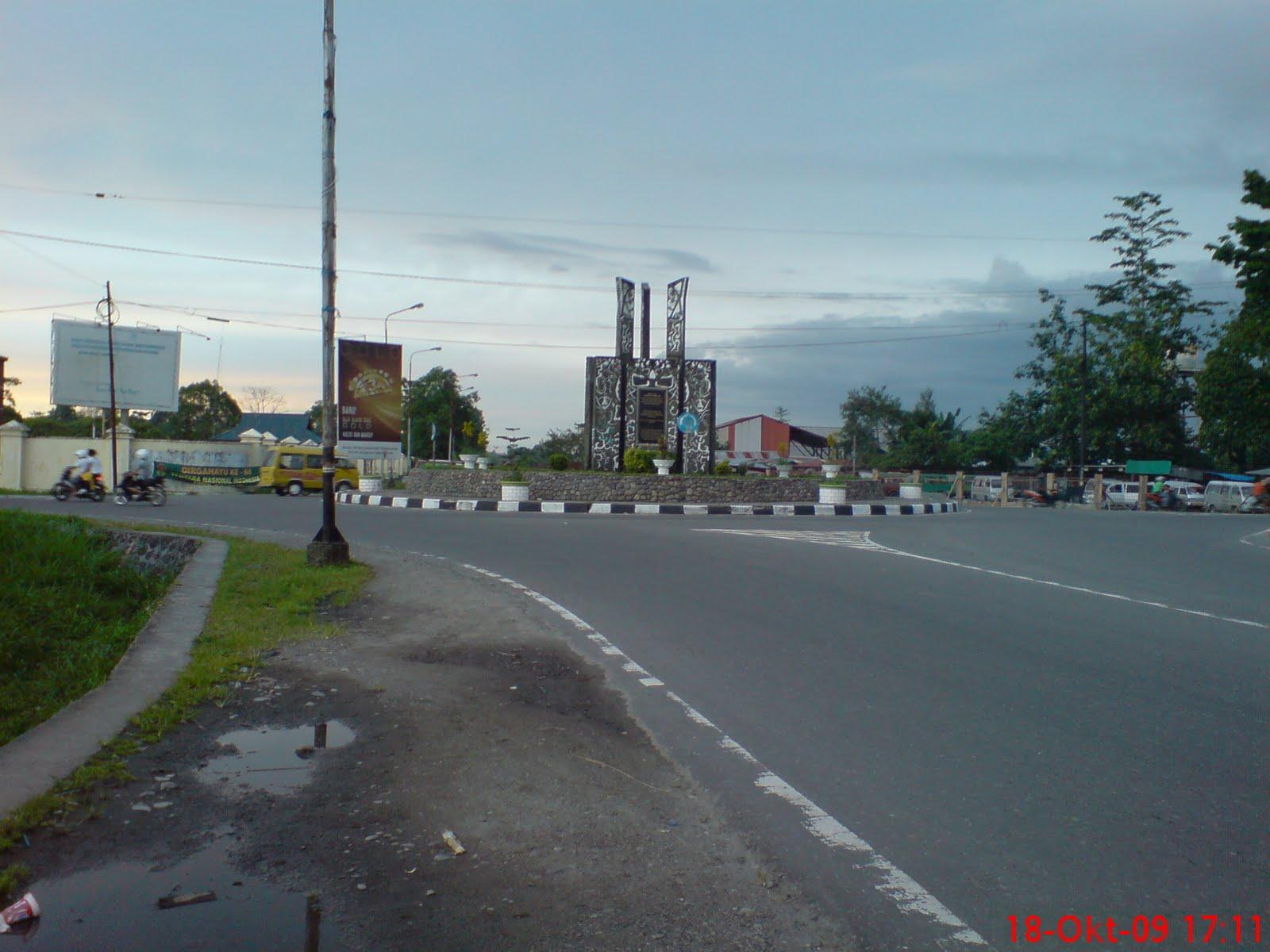 Timika Indonesia  City pictures : HOTEL Timika Indah: Tugu Perdamaian, Kota Timika