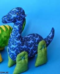http://kosucas.blogspot.com.es/2013/07/patron-de-dinosaurio-facil.html