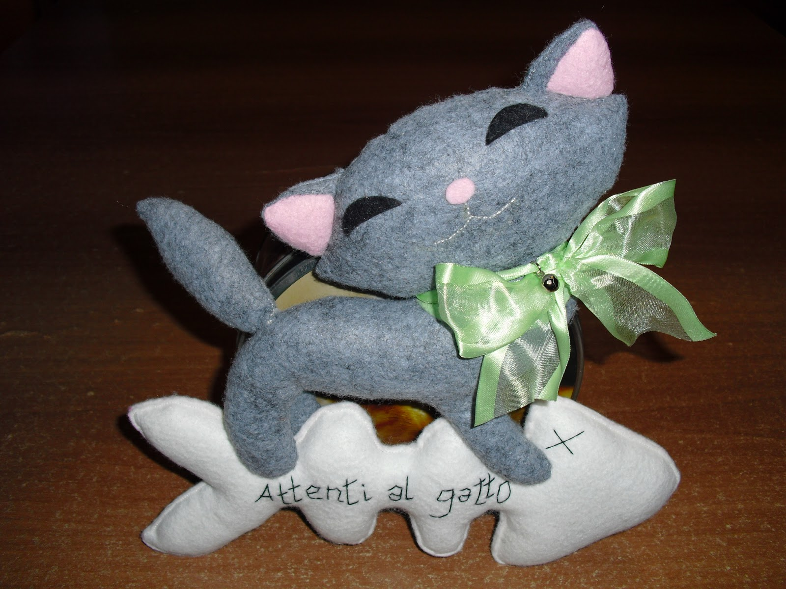 Creativa per gioco e per passione micio regalo in pannolenci for Gatti in pannolenci