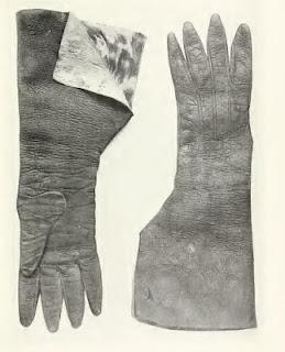 Estos guantes pertenecieron al rey Enrique VI de Inglaterra. Están fabricados con cuero español y se encuentran expuestos en Liverpool