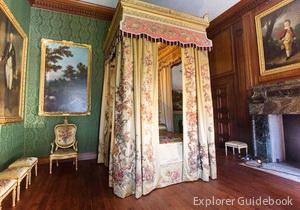 Istana Hampton Court Palace Inggris