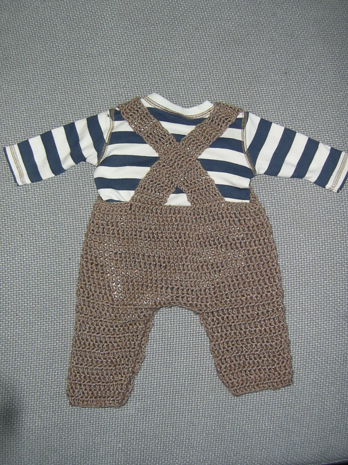 Mauv is Crafty: Crochet dungarees - free pattern!