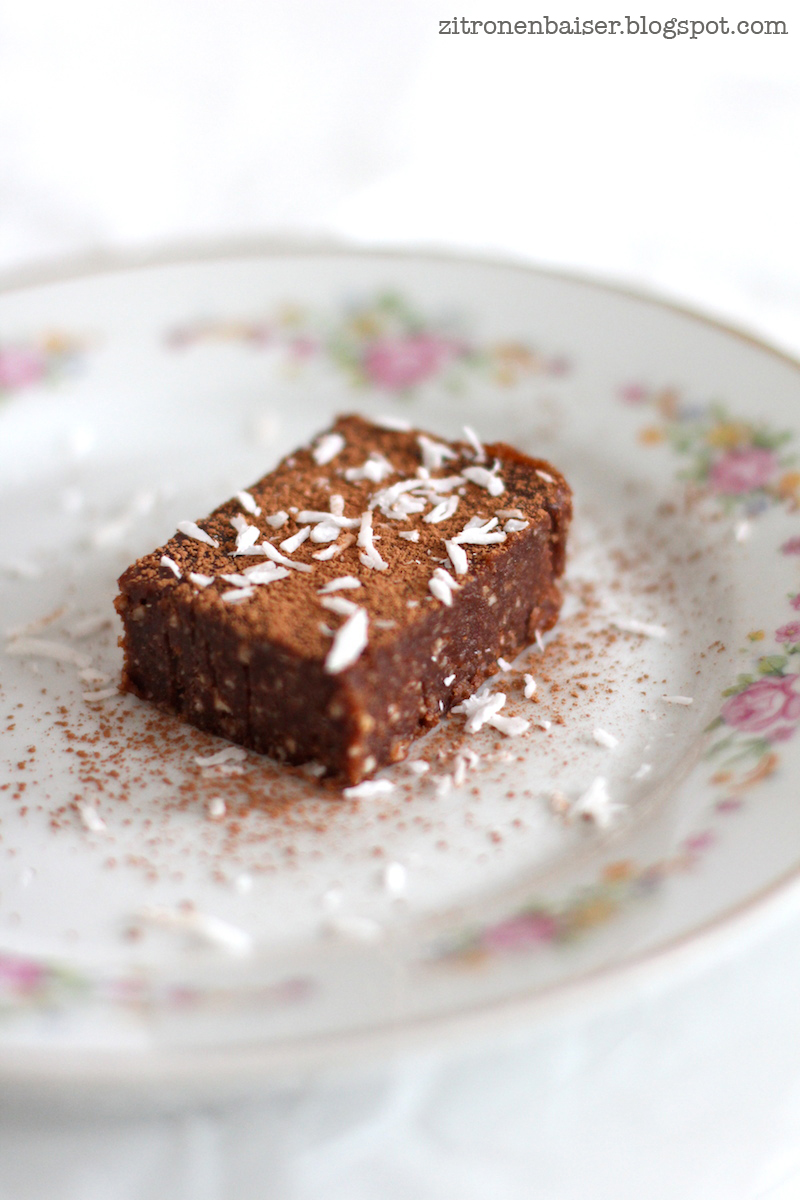 Rezept roher Schokoladen Brownie vegan glutenfrei Zitronenbaiser Foodblog