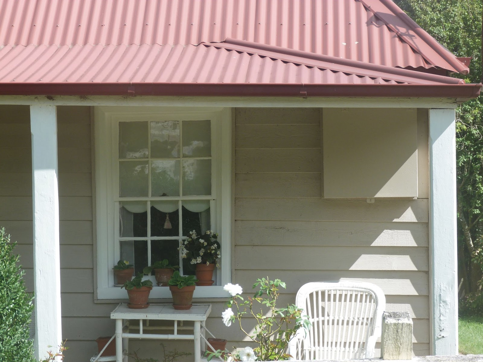 Haymes Paint Exterior Colour Scheme: Colorbond Manor Red Is The Roof,  Haymes Windsor Is The Trims And Haymes Calm Is The Weatherboards |  Pinterest ...