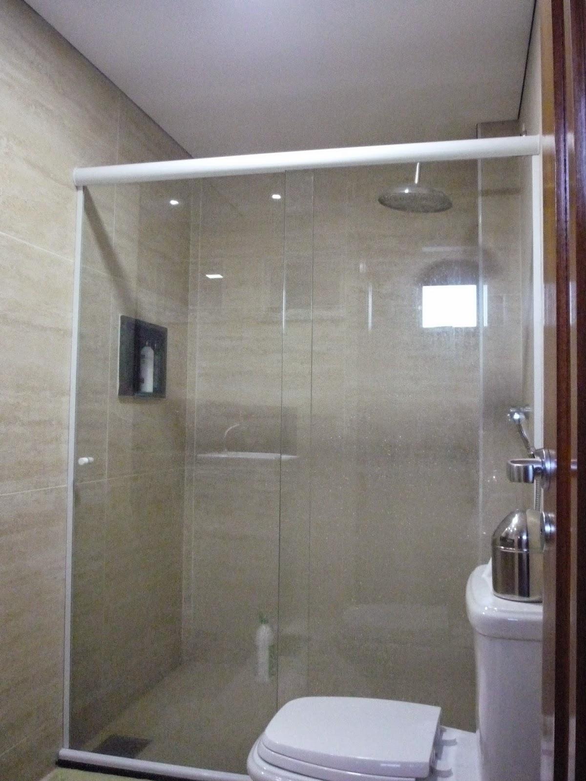 ROBERTO WAGNER ARAÚJO Arquitetura & Interiores PROJ BANHEIRO APTO DUPLE -> Banheiro Decorado Com Porcelanato De Madeira