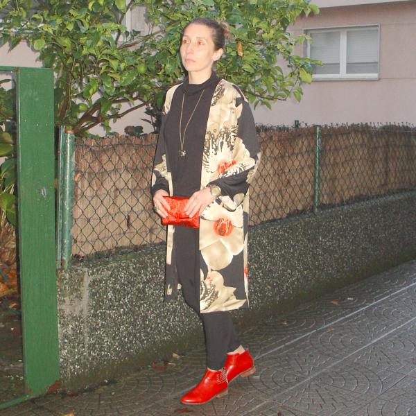 OOTD Kimono and Chelsea boots. Visit www.forarealwoman.com  #fashion #moda #blogger