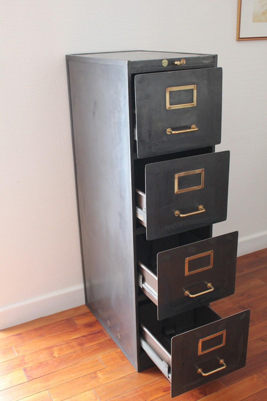 Atelier 282 meuble tiroirs for Meuble a tiroir atelier