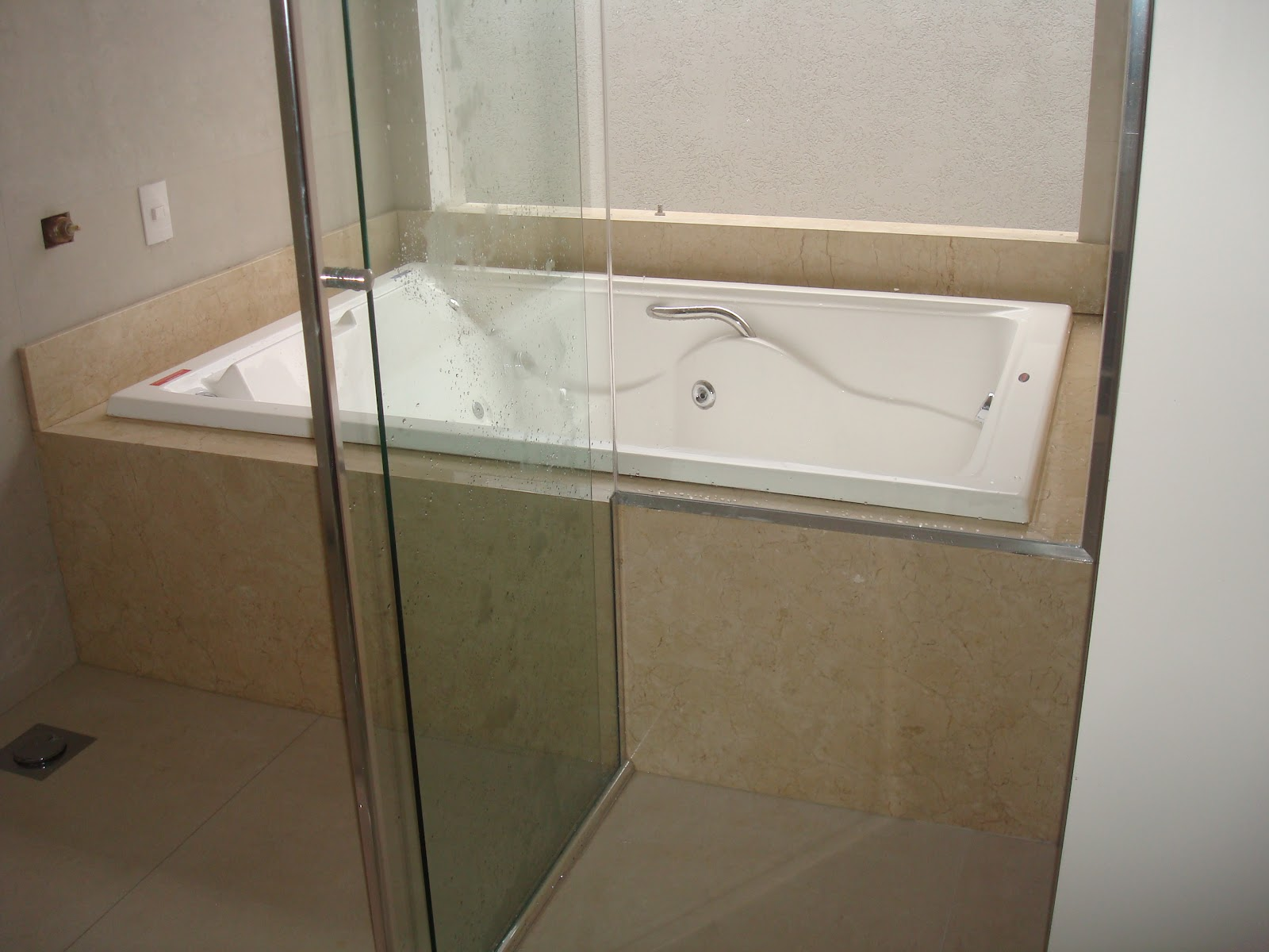 Construindo um Castelinho: Soleiras e Peitoris (Parte 2) #5B4B38 1600x1200 Banheiro Branco Siena