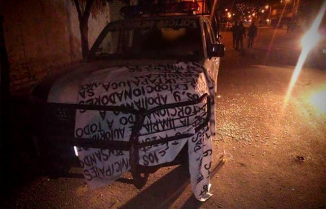 Acribillan a policías a bordo de su patrulla; agresores dejan mensaje