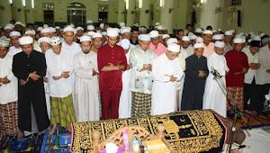 Perbedaan Posisi Imam Shalat Jenazah Untuk Mayit Lelaki dan Wanita