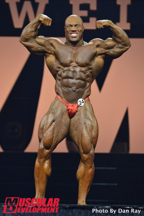 Phil Heath se apresenta no palco do Mr. Olympia 2015. Foto: Dan Ray