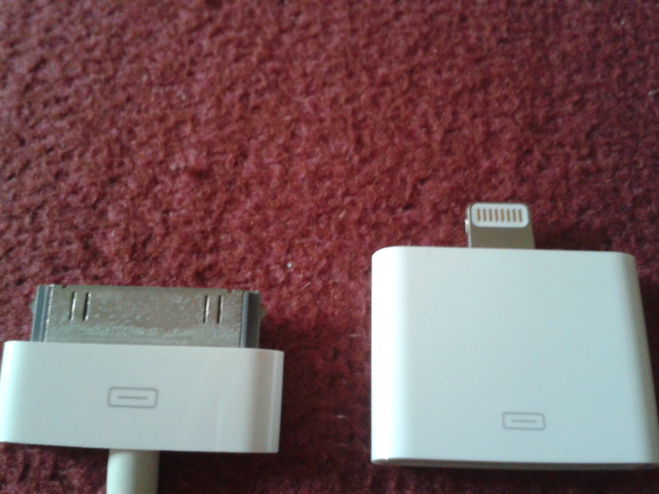 Apple Lightning Adaptor compared to 30-pin connector
