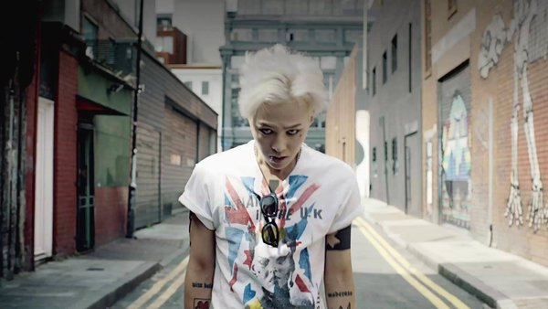 Video Lagu G-Dragon - CROOKED MV