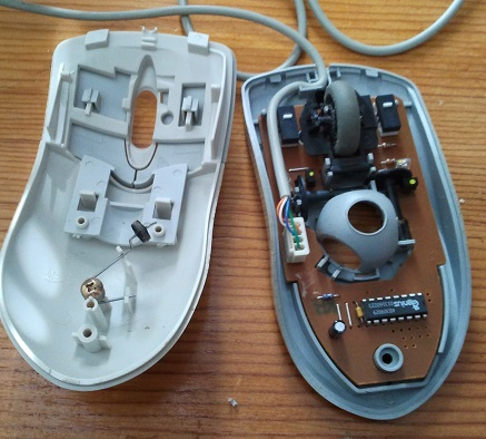Las dos partes del ratón: tapa y base