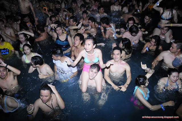 Pool party in VIETNAM ESCAPE Party