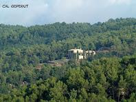 Cal Geperut vista des de la pujada al Turó de Santa Àgata