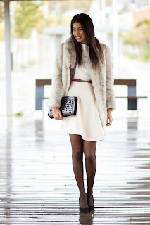http://2.bp.blogspot.com/-FZNmE0ggTRM/UpO7vhctpLI/AAAAAAAAIFc/xyT7Y1XY2F4/s1600/Total+white+look+in+winter-+Look+blanco+en+invierno-+Falda+blanca+1.jpg