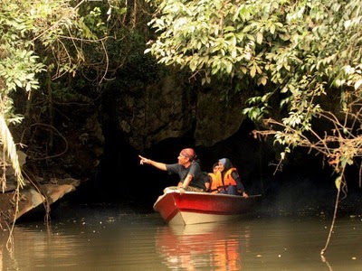 A tunnel of peace : River boat cruise in the cave at Kenong Rimba Park.