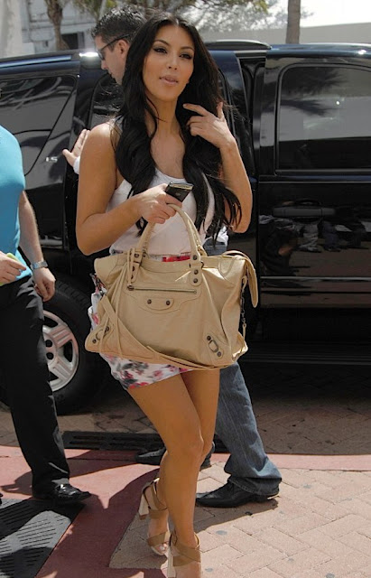 Amarelo-Bordô-Kim-Kardashian-look,Proenza