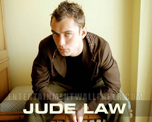 "<img src=""http://2.bp.blogspot.com/-FZjLinkqxeM/UkG-TvzV_OI/AAAAAAAADy8/dfLaDcpcJoU/s1600/eeee.jpeg"" alt=""Jude Law wallpapers"" />"