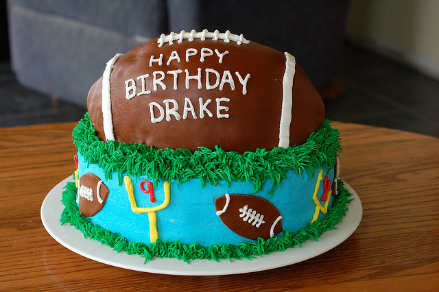 football theme party, football cake, cake decorating