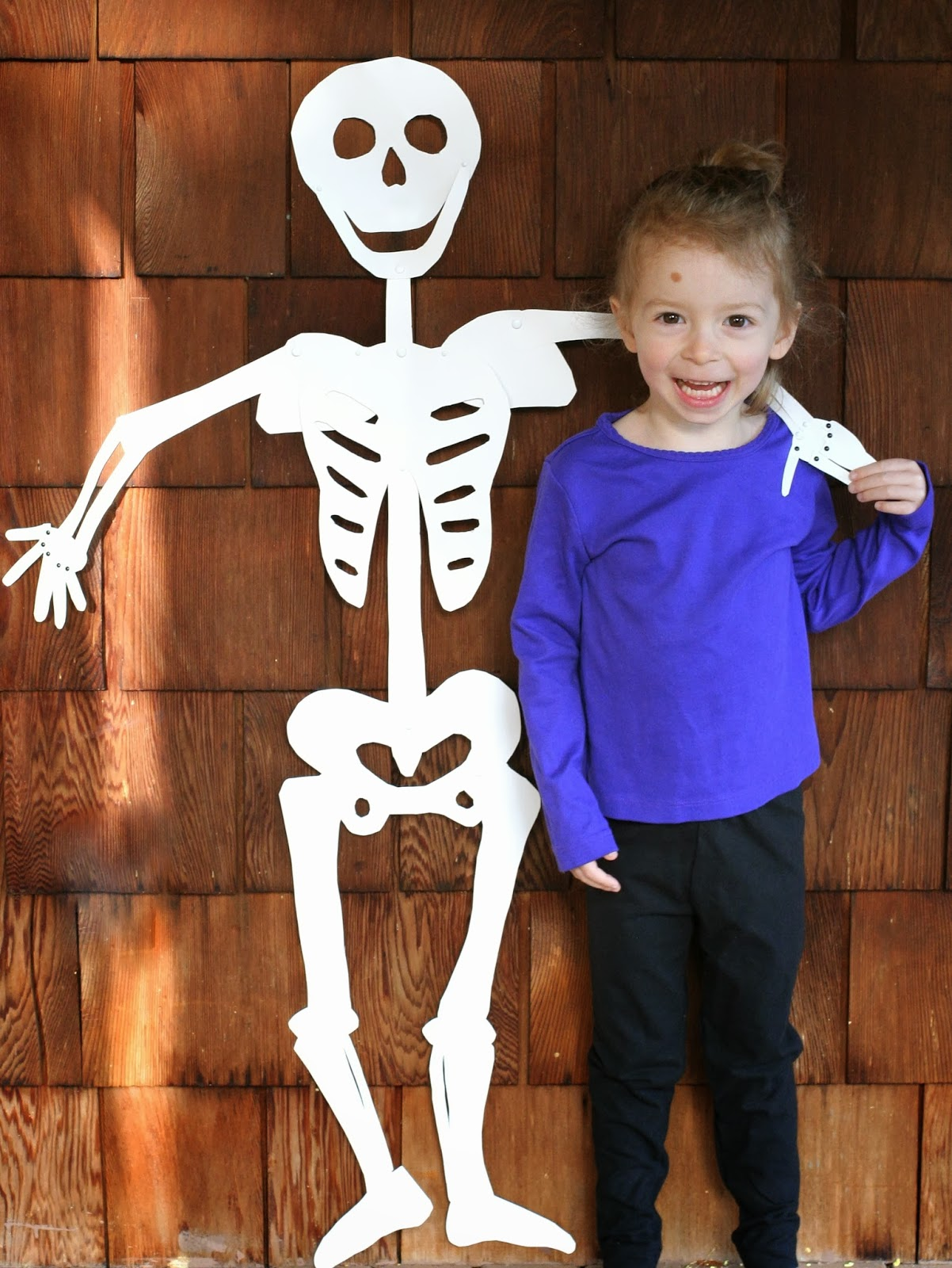 Diy halloween skull decorations - Diy Halloween Decoration Life Sized Skeleton From Fun At Home With Kids