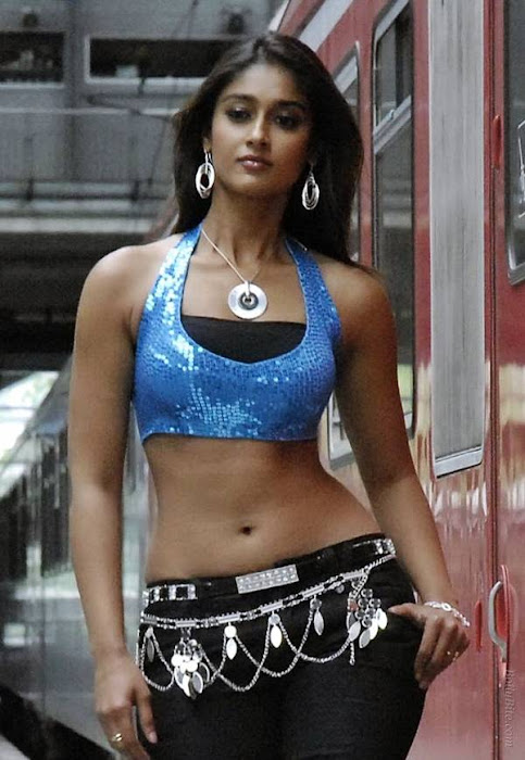 side | ileana model walk actress pics