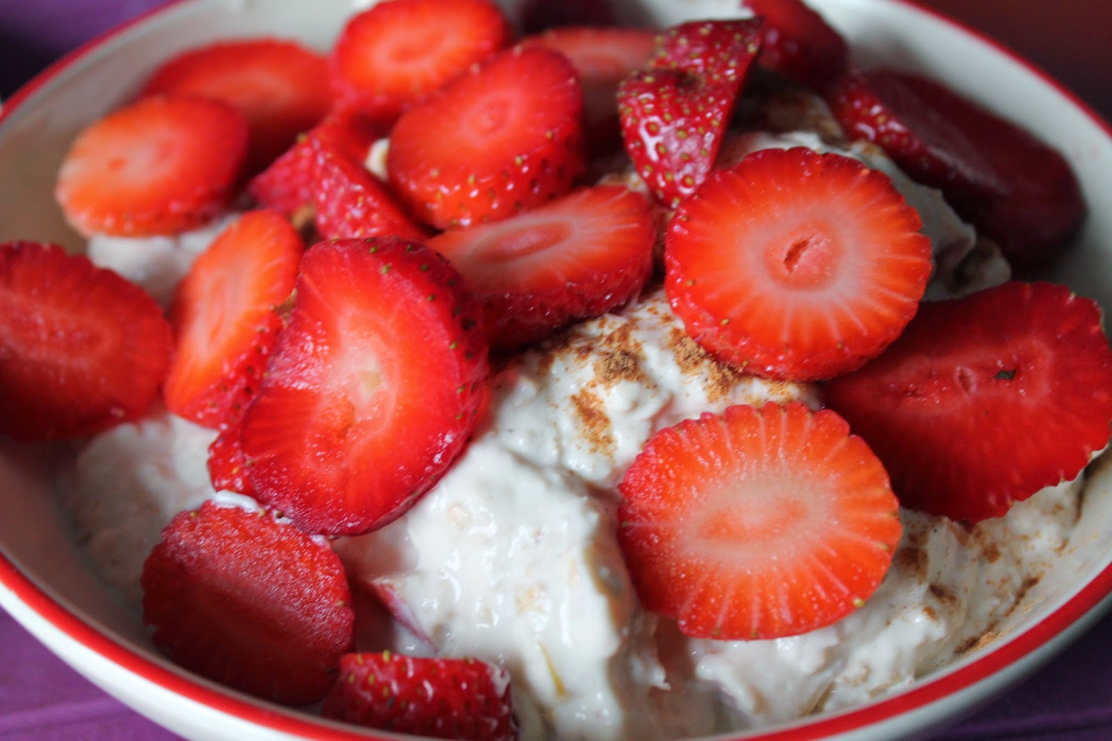 Porridge Protein Breakfast Clean Eating Inspo Food Healthy Sports Fitnessblogger Sportsblogger Strawberries Oatmeal