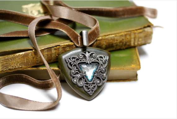 Early 1900s Buckle Clasp Velvet Necklace #1900s #antique #velvet