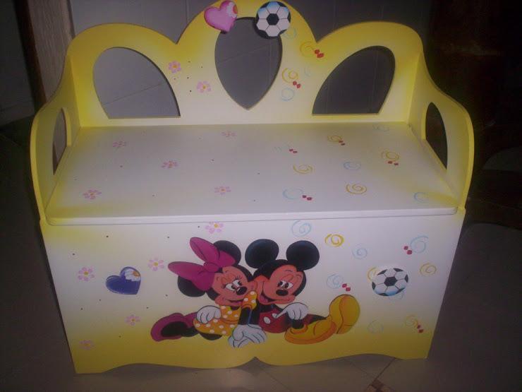 Bau banco duplo Minie e Mickey R$ 280,00