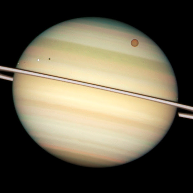 Quadruple Saturn moon transit snapped by Hubble's WFPC2