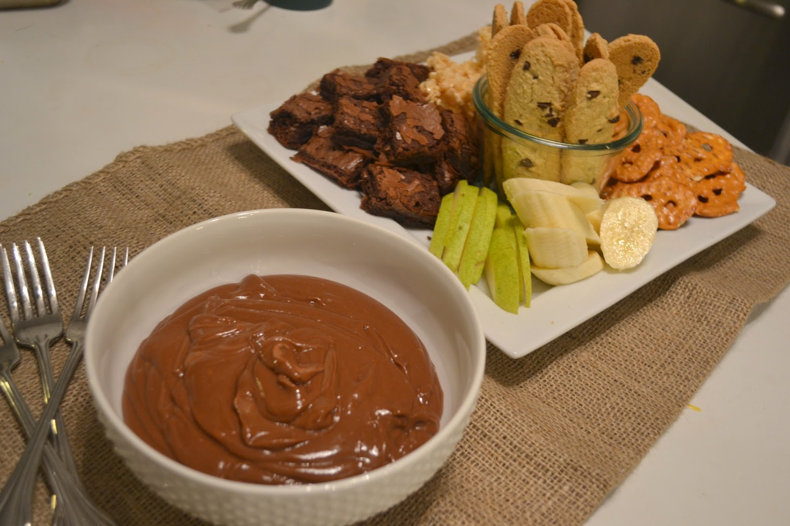 Candy Girl: Baked Sunday Mornings - Chocolate Peanut Butter Fondue