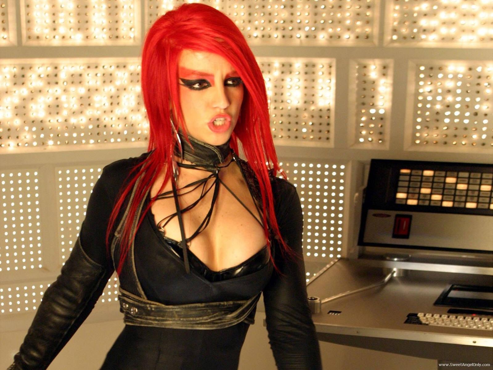 http://2.bp.blogspot.com/-FacpT-Xdlks/TtiS8KUzzsI/AAAAAAAABRM/T8W-TpFG2R8/s1600/hollywood_singer_britney_spears_wallpaper-1600x1200-01.jpg