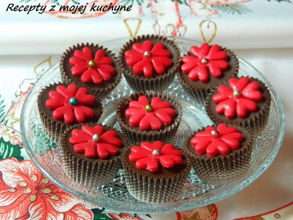 Čokoládové košíčky (pralinky) s ovocnou náplňou