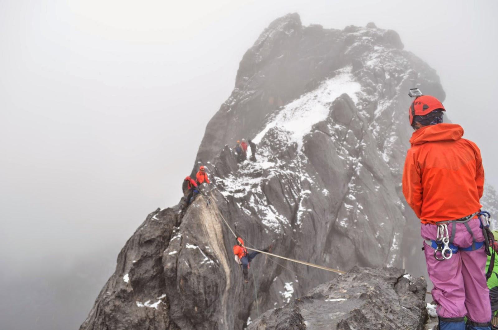 carstensz climbing